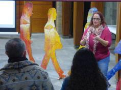 Josefa Molina inaugurando la exposición
