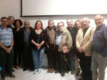 Manuel Díaz Martínez con los miembros de Palabra y Verso