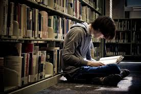 chico leyendo